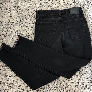 Levi all black raw hem skinny jeans 711